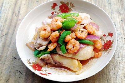 特色菜:淡水鱼遇上海虾
