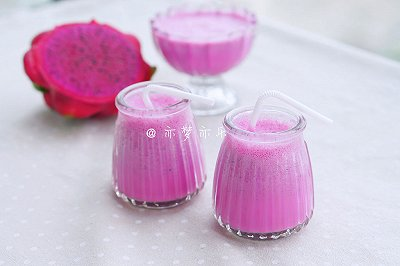 红心火龙果酸奶奶昔
