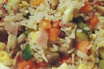 营养蔬菜蛋炒饭