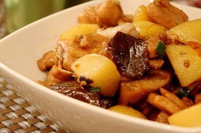 香菇土豆炖鸡肉