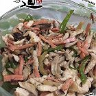 榨菜香菇红肠炒鸡丝