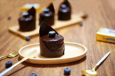 巧克力蓝莓夹心蛋糕