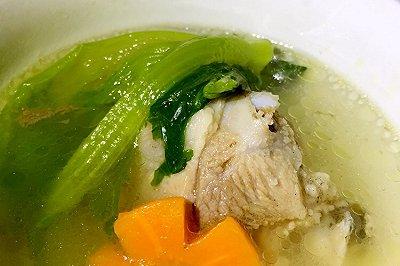 电饭锅版骨头蔬菜汤