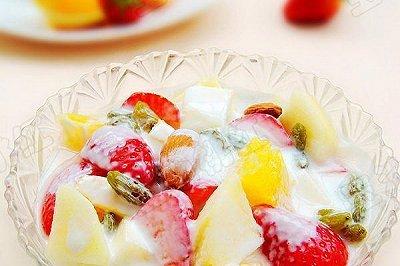 草莓酸奶沙拉