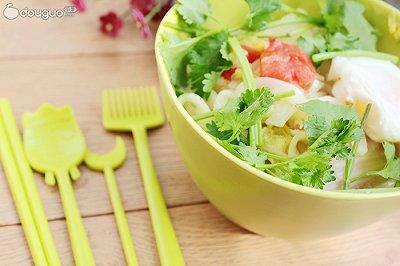 杂蔬热汤面