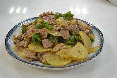 电锅菜土豆青椒洋葱炒猪肉