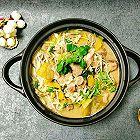 酸菜金针菇牛肉煲