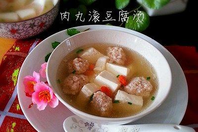 猪肉丸滚水豆腐汤