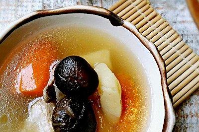 猪骨马铃薯冬菇红罗卜汤