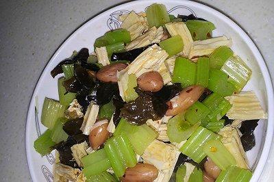 西芹花生米腐竹小菜