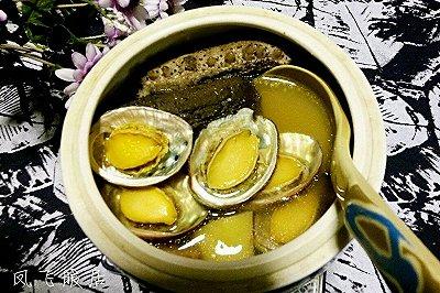 龙骨鸡肉炖海参鲍鱼