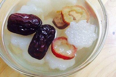 雪梨红枣养生汤