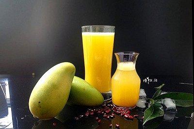 热带风情鲜榨芒果汁