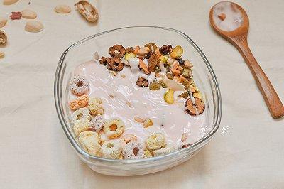 麦圈坚果酸奶