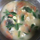 鲫鱼番茄肉丸簿荷汤