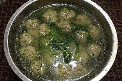 宝宝爱吃青菜肉丸汤