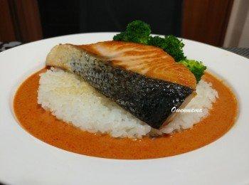 红咖喱香煎三文鱼饭