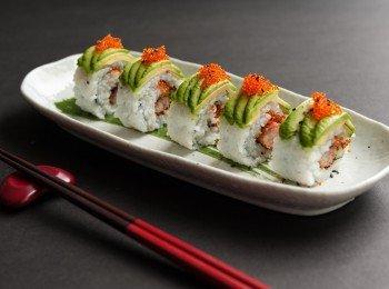 《青龙卷》牛油果炸虾寿司卷