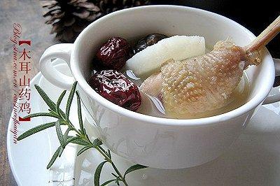 冬日里驱寒暖身滋补汤水木耳山药土鸡汤