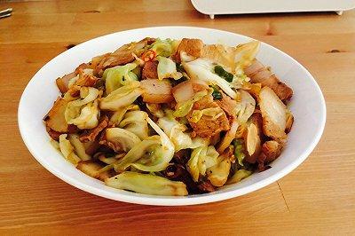 五花肉炒手撕包菜