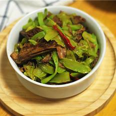 莴笋片炒卤牛肉