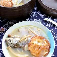蟹味菇鲫鱼汤