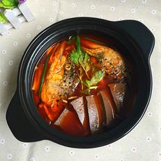 红酸汤三文鱼头鸭血煲