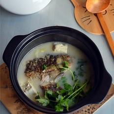 砂锅奶白鲫鱼豆腐汤