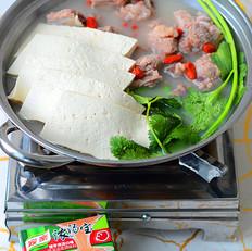 浓香骨汤豆腐火锅