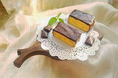 巧克力淋面奶油夹心蛋糕
