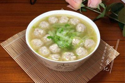 白菜煮豆腐肉丸子