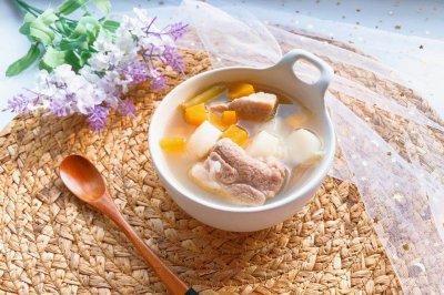 宝宝辅食胡萝卜山药排骨汤