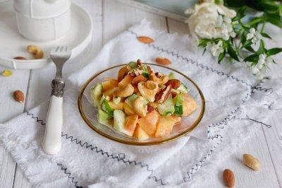 瓜瓜坚果酸奶沙拉