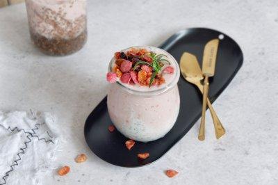 莓果奇亚籽酸奶