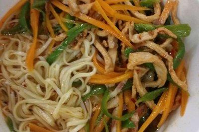 泡菜肉丝面条