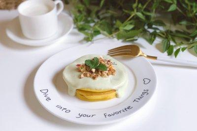 牛油果酸奶鸡蛋饼