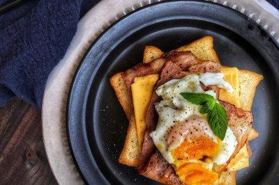 芝士培根溏心蛋早午餐
