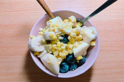 早餐水果全麦酸奶沙拉