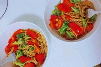 黑椒蔬菜意面