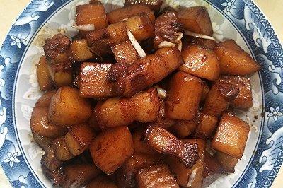 家常红烧肉焖土豆