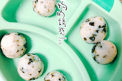 快手宝宝辅食三文鱼海苔饭团
