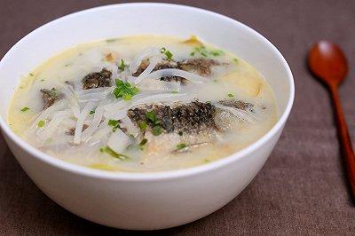 萝卜丝鲫鱼汤迷迭香