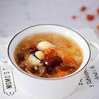 桃胶银耳莲子百合汤