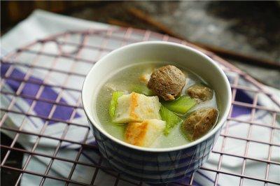 鱼饼肉丸莴笋汤