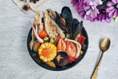 三文鱼头海鲜杂蔬汤
