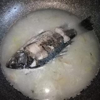 月子餐鲫鱼汤