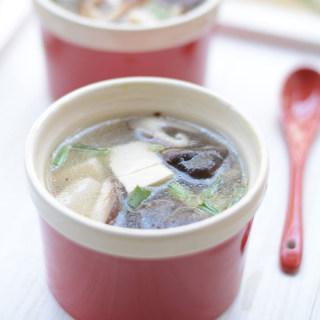 清淡清淡洗肠胃豆腐香菇汤