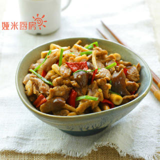 夏天吃对肉鲜茶树菇爆炒鸭肉