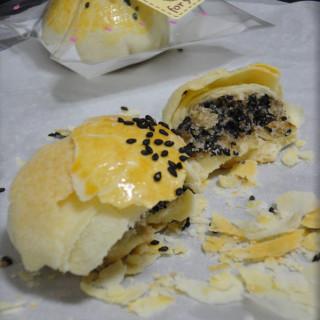椒盐黑芝麻酥饼