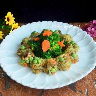 咖喱牛肉炒饭配蔬菜沙拉